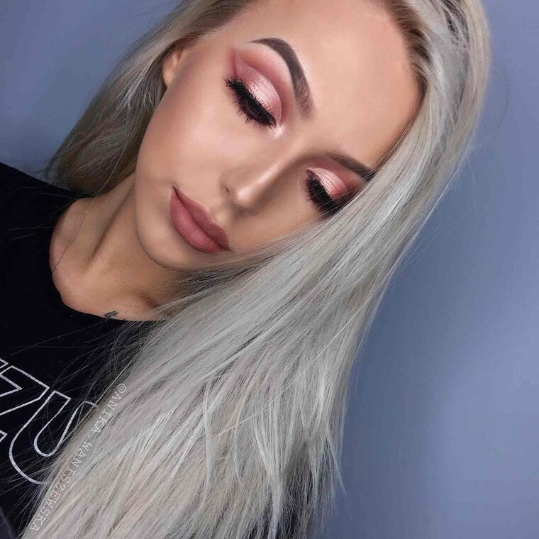 Explore the Pink Pastels by @anika.waniszewska featuring DIPBROW® Pomade - Medium Brownnull