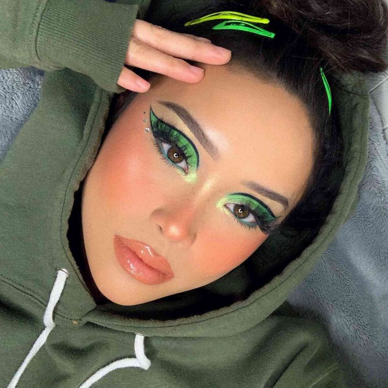 Explore the Green with Envy by @lynnacsecnarf featuring NORVINA® Pro Pigment Palette Vol. 2