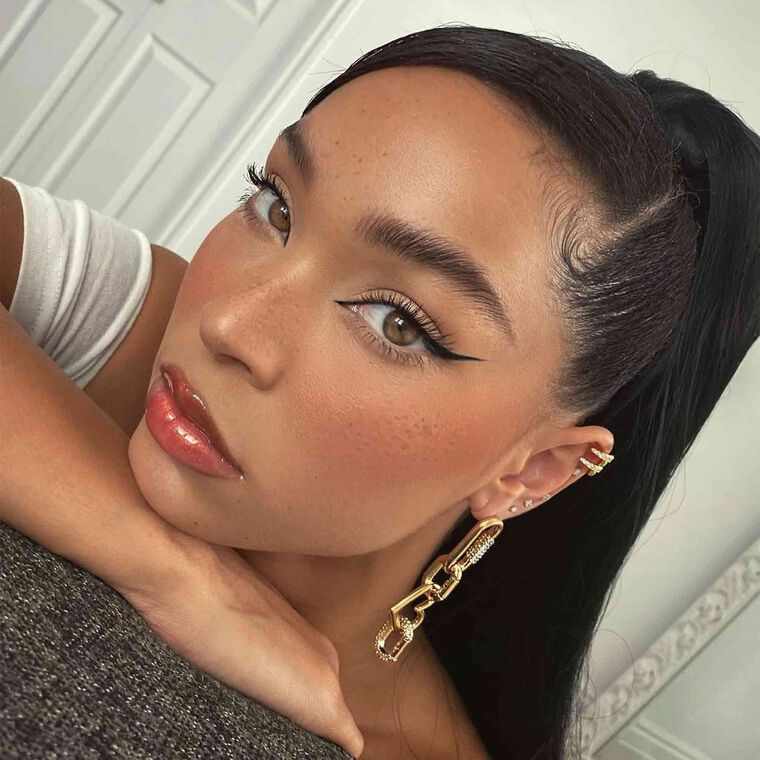 Explore the Up Close by @alissajanay featuring Brow Wiz® - Dark Brown