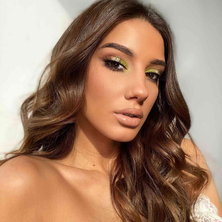 Explore the Pop Of Green by @clo_up featuring Luminous Foundation - 260N