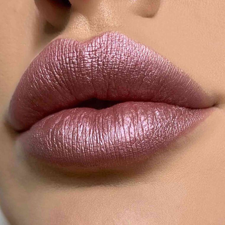 Explore the Electric Rose by @glamours_by_nat featuring Liquid Lipstick - Sunset Punch