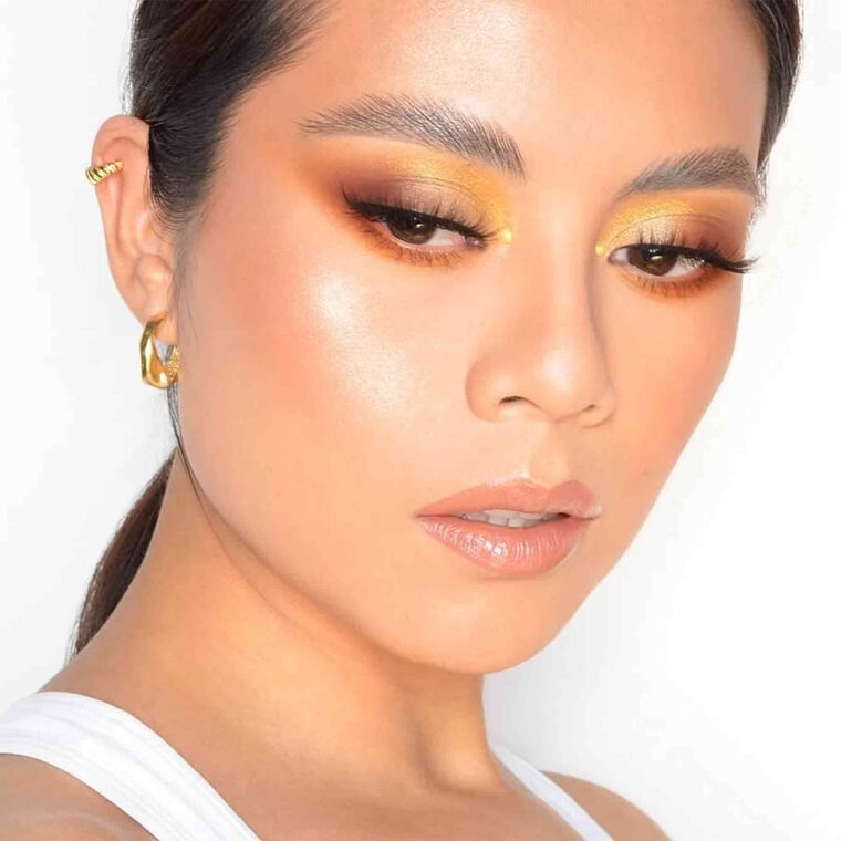 Explore the Soft Gold by @sonneartist featuring DIPBROW® Pomade - Taupe