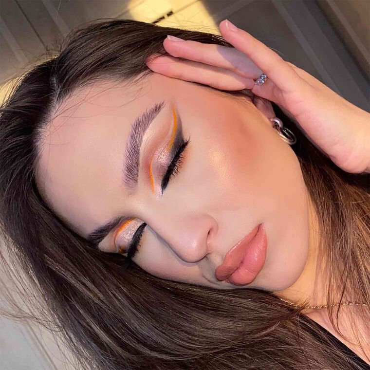 Explore the Golden Hour by @liris_makeup_bag featuring Brow Freeze™