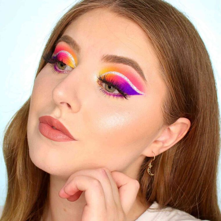 Explore the Sunrise Eyes by @paulawwolf featuring DIPBROW® Pomade - Taupe