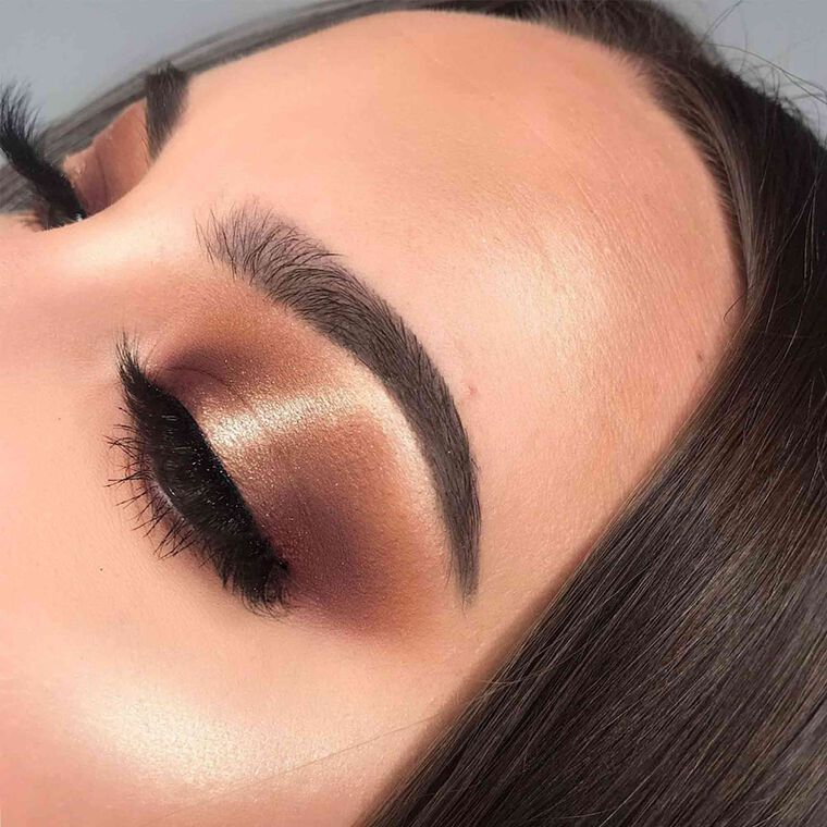 Explore the Golden Brown by @janinamakeup featuring Brow Wiz® - Ebony