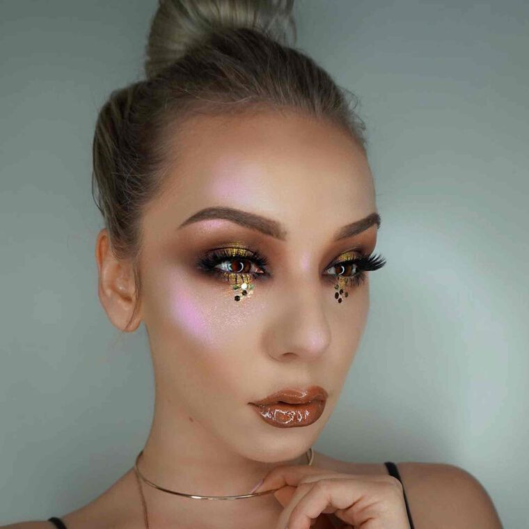 Explore the Glitter Child by @inessamendoza featuring DIPBROW® Pomade - Soft Brown