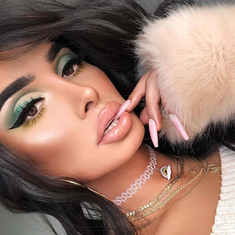 Explore the Green with Envy by @lou_flores featuring Brow Definer - Granitenull