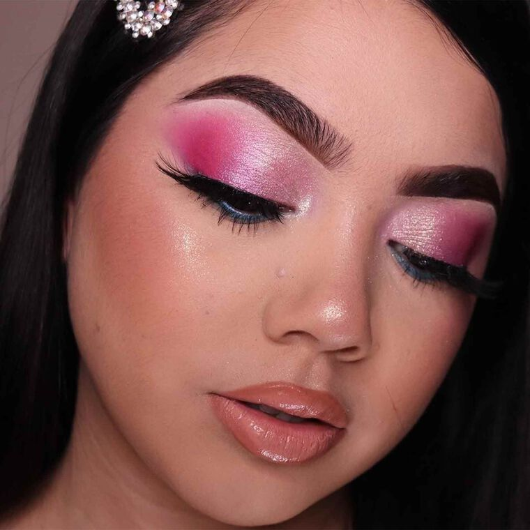 Explore the All Shimmer Everything by @makeupby_yolanda featuring Brow Wiz® - Ebony