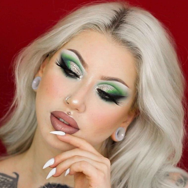 Explore the Rebel Chic by @dakotaalexandraa featuring Liquid Lipstick - Pure Hollywood