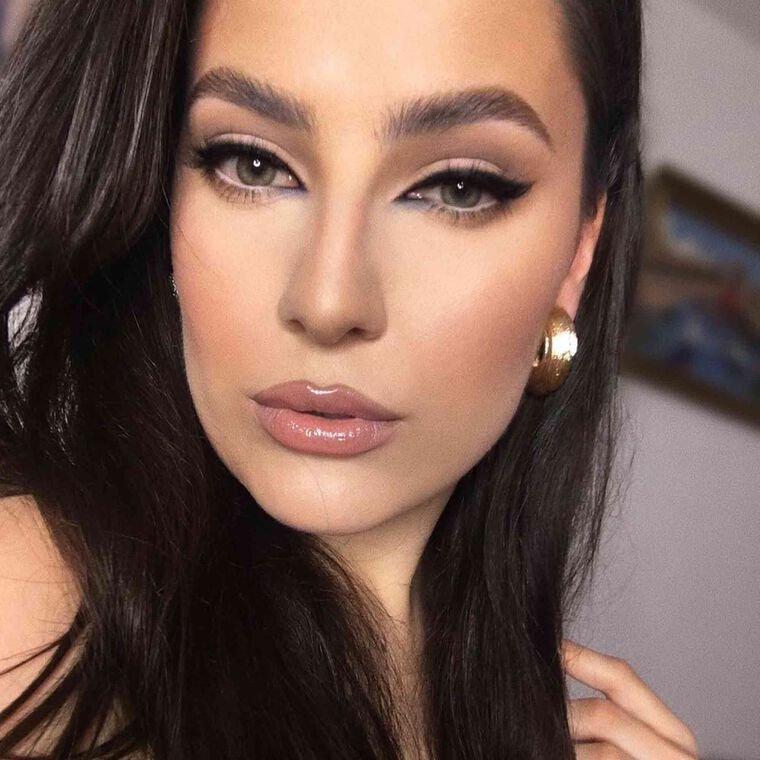 Explore the Cat Eyes by @crazylinebymarijakrivic featuring Brow Powder Duo - Dark Brownnull
