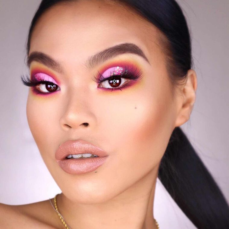 Explore the Think Pink by @zeezyxbeauty featuring Luminous Foundation - 305N
