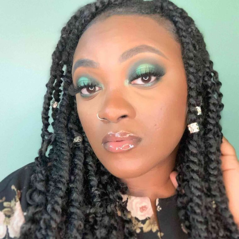 Explore the Work it Girl by @dorie.mua featuring Luminous Foundation - 500C
