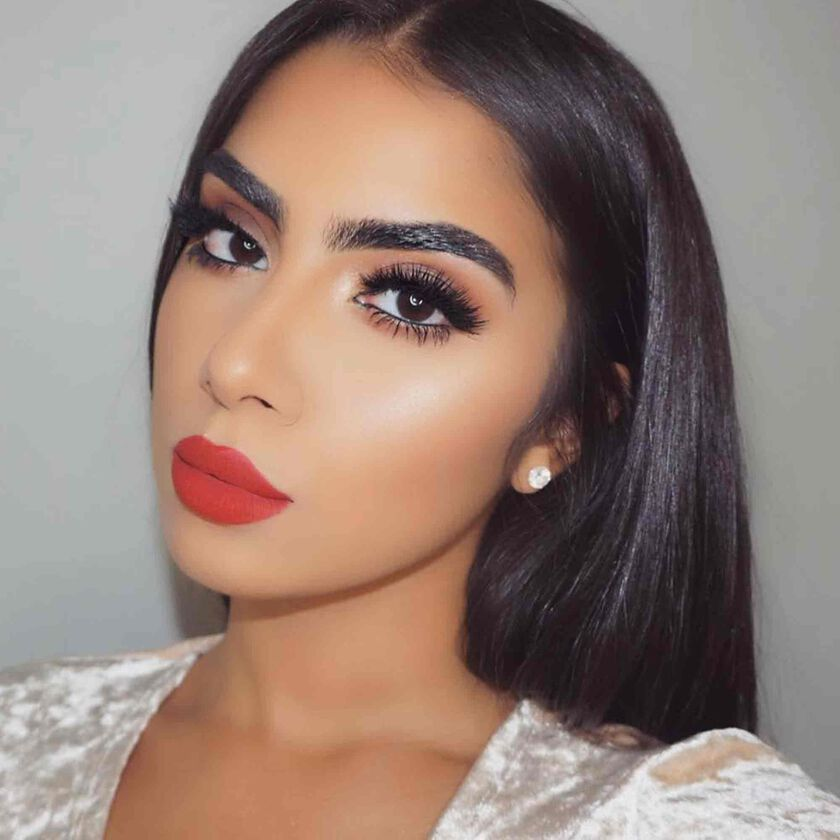 Explore the Classic Glam by @leneglammakeup featuring Contour Cream Kit - Medium