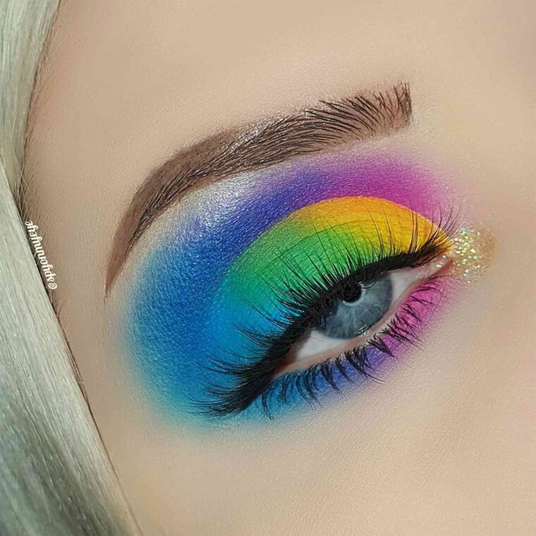 Explore the Somewhere Over the Rainbow by @spyonmyeye featuring False Lashes - Snasy