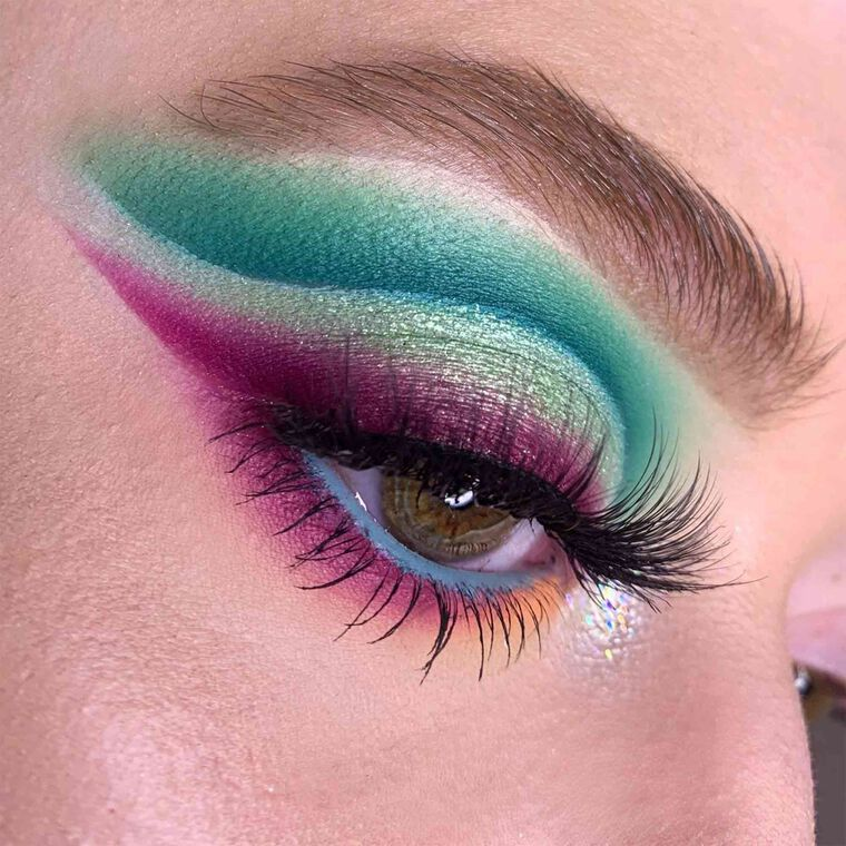 Explore the Unlimited Lashes by @GhostlySpells featuring Brow Definer - Taupe