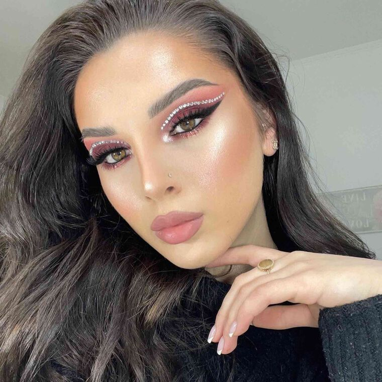 Explore the V-Day Look by @xhensilah featuring Brow Freeze™