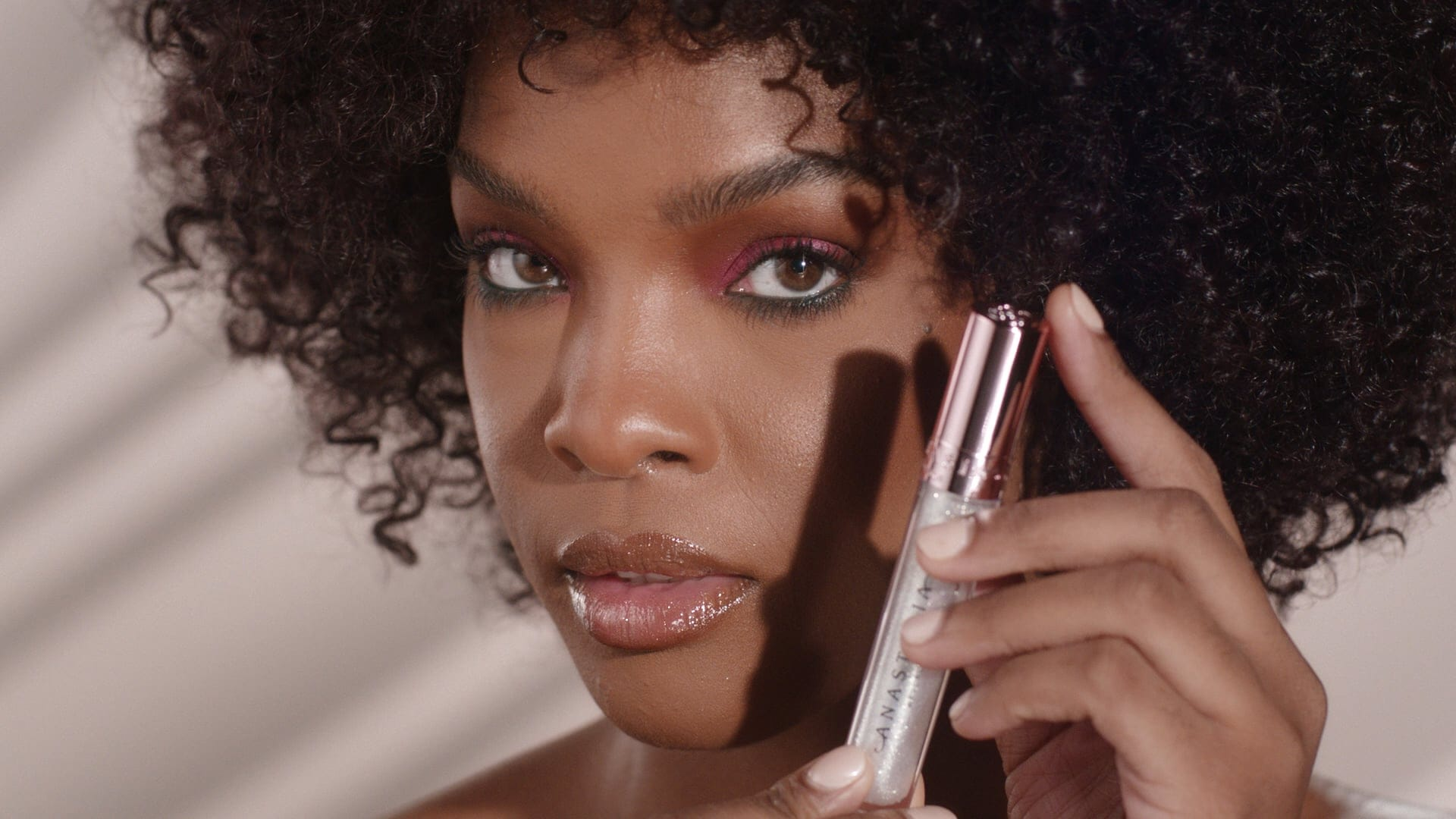 Honey Diamond Lip Gloss - How To Apply 01
